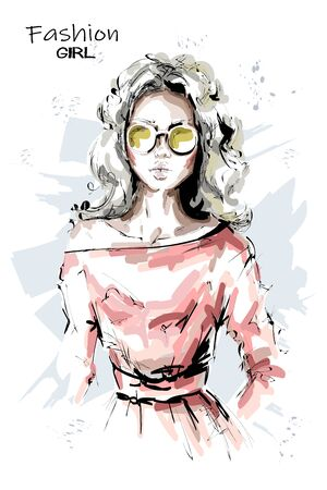 Hand drawn beautiful young woman in sunglasses. Stylish blonde hair girl. Fashion woman look. Sketch. Vector illustration. Vectores