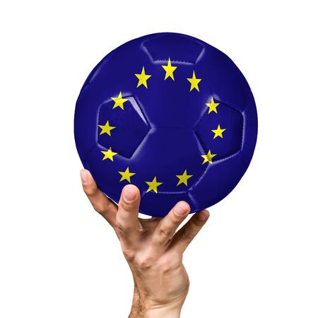 サッカー ボールでボールの白い背景で隔離の欧州連合の旗のイメージを使用します。