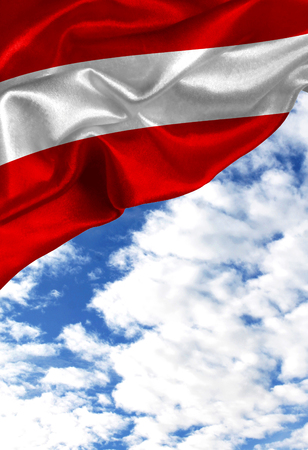 Bunte Flagge Österreich des Schmutzes, mit copyspace für Ihren Text oder Bilder gegen einen blauen Himmel mit Wolken