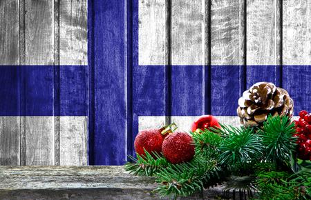 Hölzerner Weihnachtshintergrund mit einer Flagge von Finnland . Es gibt ein Platz für Ihren Text im Foto