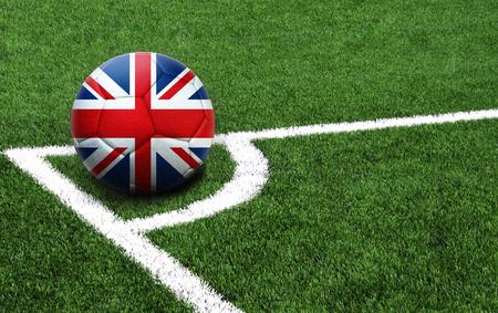 Op een voetbal staat de vlag van het Verenigd Koninkrijk afgebeeld, met een goede plek voor je tekst Stockfoto