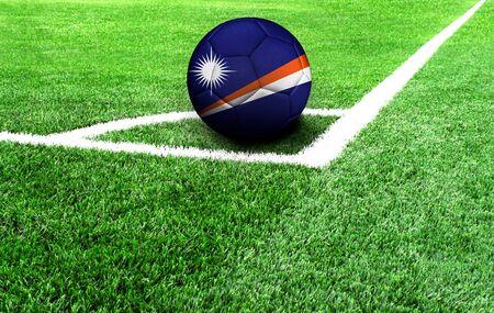 soccer ball on a green field, flag of Marshall Islands Stockfoto