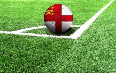 Fußball auf einer grünen Wiese, Flagge von Sark