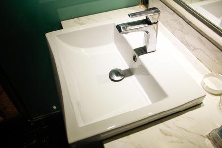 toilet: Washbasin