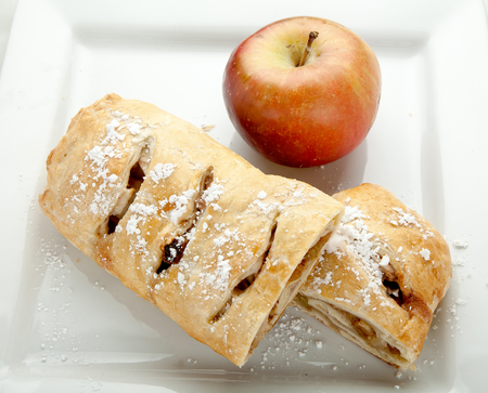 Freshly baked apple strudel. Фото со стока
