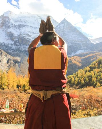 the lama: Lama Editorial