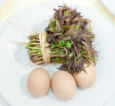 Toona sinensis and eggs