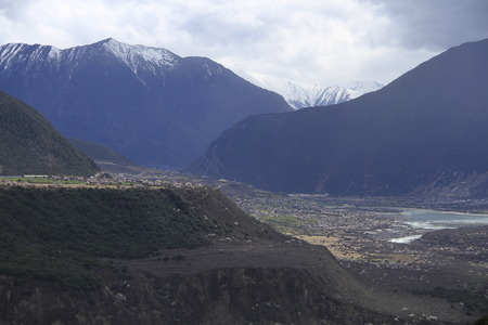 Linzhi 눈 산의 자연 풍경 경치보기