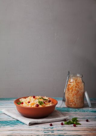 sauerkraut in a glass jar with a lid on a gray background Stockfoto
