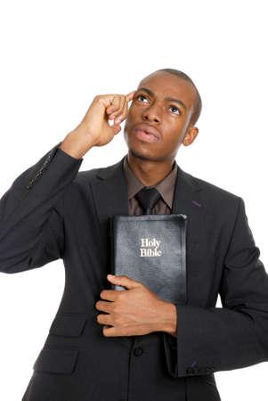 predicador: Se trata de una imagen de un hombre sosteniendo una Biblia mientras que pensar.