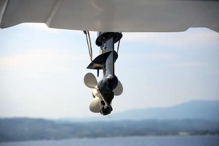 Screw from a motor boat in the background of the sea. Lifeboat. Banque d'images