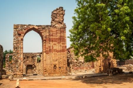 minar: Qutub Minar Complex Stock Photo