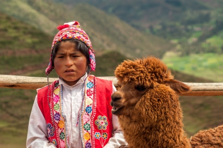 pisac: Weaving Woman in Pisac - Peru