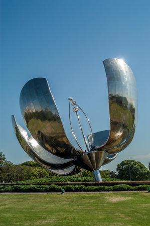 ブエノスアイレスのメタル製の花 報道画像