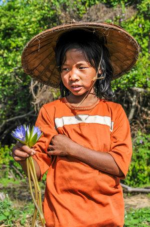inle: Girl Selling Flowers - Inle Lake