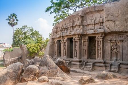 trimurti: Trimurti Mandapam Hindi Temple - Mamallapuram