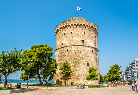thessaloniki: THESSALONIKI, GREECE - JULY 26,2014 - The White tower of Thessaloniki It is the second-largest city in Greece and the capital of the traditional Greek geographic region of Macedonia  Editorial