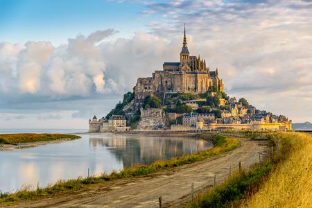 朝の景色で、モン ・ サン ・ Michel - フランス
