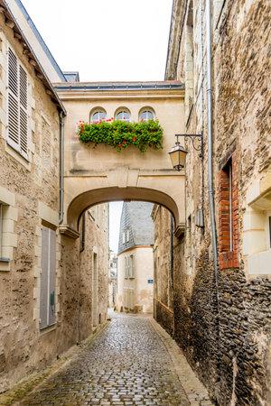 anjou: Angers, Francia - agosto 25,2014 - En la calle en Angers. Angers es la capital hist�rica de Anjou y fue durante siglos un importante basti�n en el noroeste de Francia.