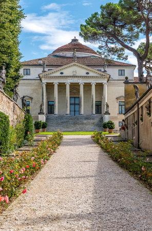 capra: View at the Villa Capra - La Rotonda in Vicenza