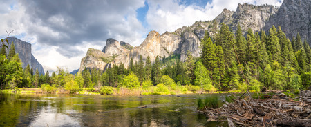 merced: Yosemite Valley El Capitan and the Merced River Stock Photo