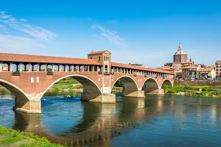-イタリアのパヴィアのティチーノ川橋します。 写真素材
