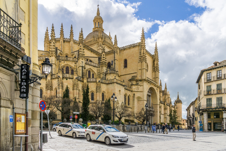 mayor: SEGOVIA,SPAIN - APRIL 22,2016 - Segovia Cathedral is the Gothic-style cathedral located in the main square (Plaza Mayor) of the city of Segovia
