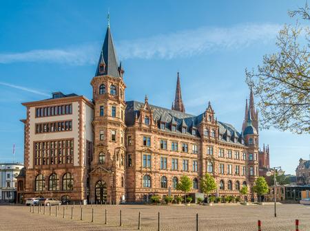 市庁舎はヴィースバーデン、ドイツの市場の場所