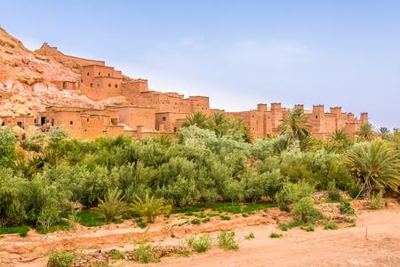 Blick auf die Kasbah Ait Benhaddou in Marokko Standard-Bild - 77002062