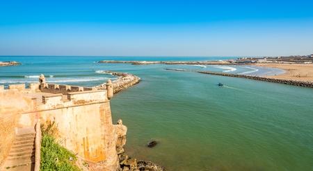 Ansicht von der Kasbah der Udayas am Fluss Bou Regrega und am Atlantik - Rabat - Marokko Standard-Bild - 79008866