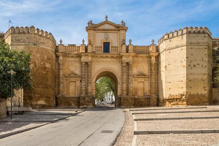 Mening bij de poort van Cordoba in Carmona - Spanje Stockfoto