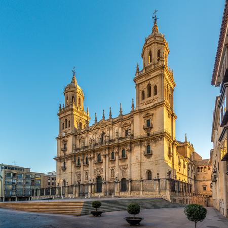 Mening bij de Kathedraal van Jaen op de plaats van Santa Maria in Spanje