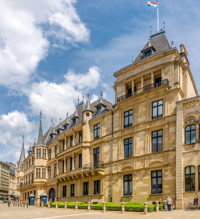 LUXEMBOURG, LUXEMBOURG - MAY 16,2018 - Ducal Palace in the streets of Luxembourg City. Luxembourg is one of the smallest countries in Europe. 新聞圖片