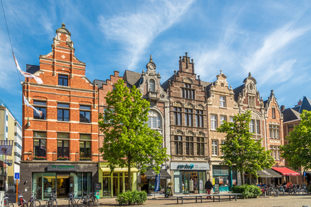MECHELEN, BELGIA - MAJ 17,2018 - Na ulicach Mechelen. Mechelen to jedno z najważniejszych miast sztuki historycznej we Flandrii.