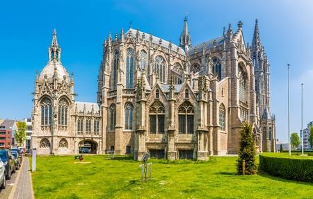 Voir à l'église de Saint Pierre et Paul à Ostende, Belgique