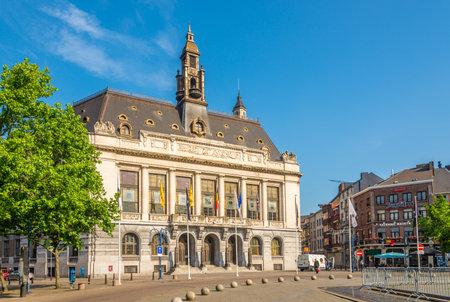 CHARLEROI, BELGIQUE - 22 MAI 2018 - Vue à l'hôtel de ville de Charleroi. La commune de Charleroi chevauche les deux rives de la Sambre.