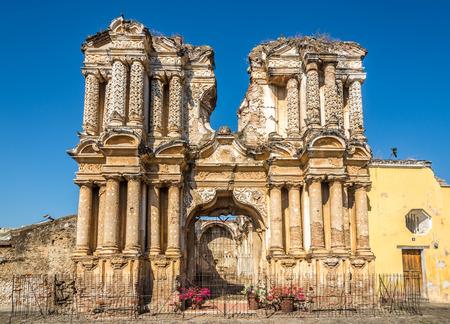 Ruins of El Carmen church in Antigua Guatemala 스톡 콘텐츠