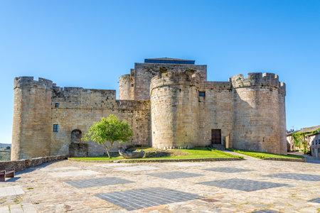 Widok na zamek Puebla de Sanabria - Hiszpania