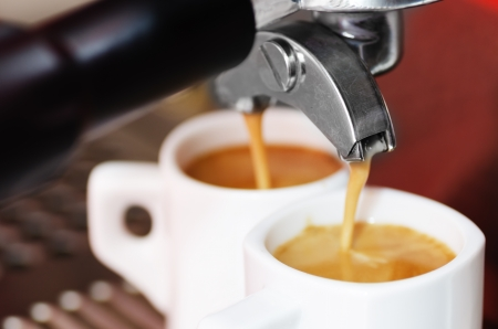 maquina de vapor: Primer plano de una m?quina de espresso toma acup de caf?