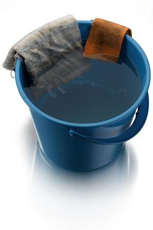 bucket water: balde con agua azul sobre blanco, pa�os de limpieza