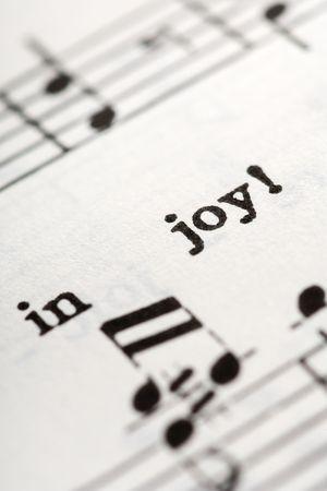hymnal: un dettaglio della hymnal con le parole: nella gioia Archivio Fotografico