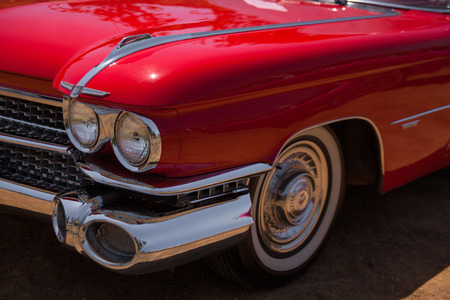 1959 Cadillac Convertible headlight and front view. Banque d'images