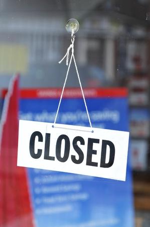 cerrando negocio: Cartel de cerrado