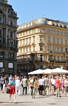 Vienna, Austria - July 10, 2011: Crowds of tourists visiting the historical centre of Vienna, Austria  Stock Photo - 10738538