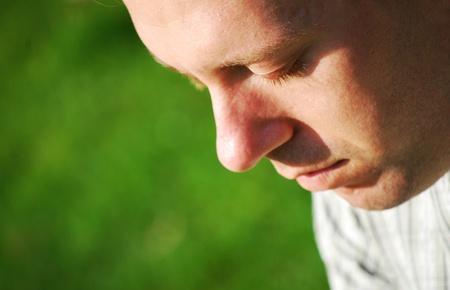 hombre orando: Meditación