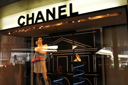 Tokyo, Japan - 28 Dec, 2011: Chanel store in Shinjuku, major commercial and administrative district of Tokyo Publikacyjne