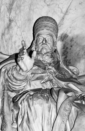 pope: Pope statue in Vatican