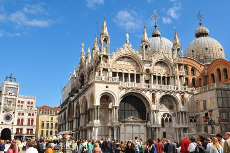 saint marco: Venice, Italy - 6 May, 2012: Tourists visiting the San Marco Basilica in Piazza di San Marco
