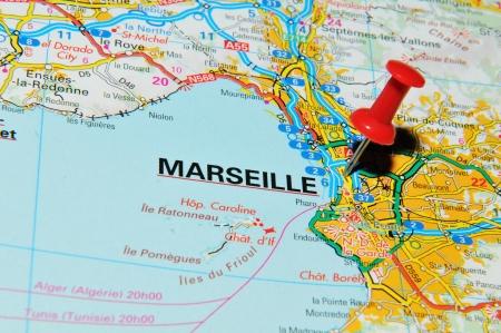 Londres, Reino Unido - 13 de junio de 2012: Marsella, Francia marcado con rojo de alfiler de mapa de Europa. Editorial