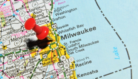 state of wisconsin: London, UK - 13 June, 2012: Milwaukee city marked with red pushpin on the United States map.